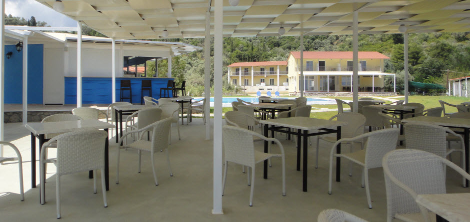Terrace and bar directly to the beach