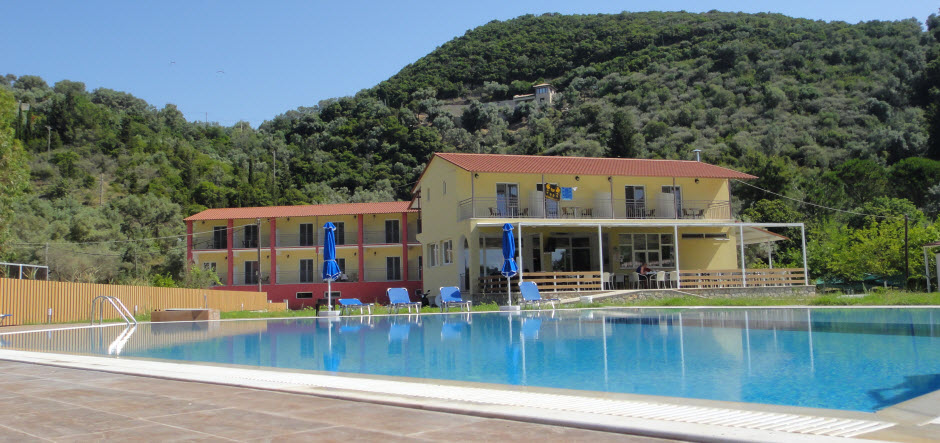 Restaurant & swimmingarea
